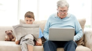 anciano-niño-tecnologia